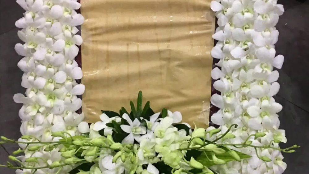 Cách làm dải nơ trang trí cho khung cắm hoa di ảnh
