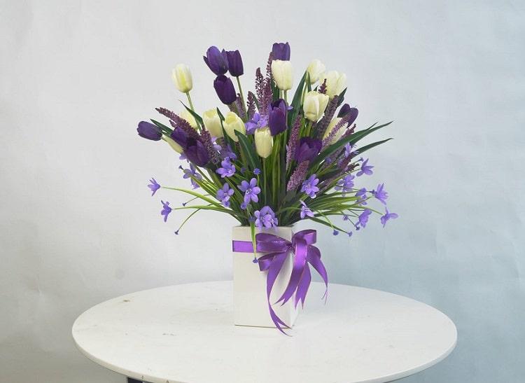 Bước đầu tiên để cắm bình hoa đẹp với phong cách mới