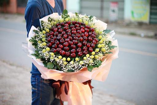 Vào lá cho bó hoa