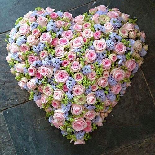 Cách cắm hoa kỷ niệm ngày cưới bằng tranh hoa trái tim