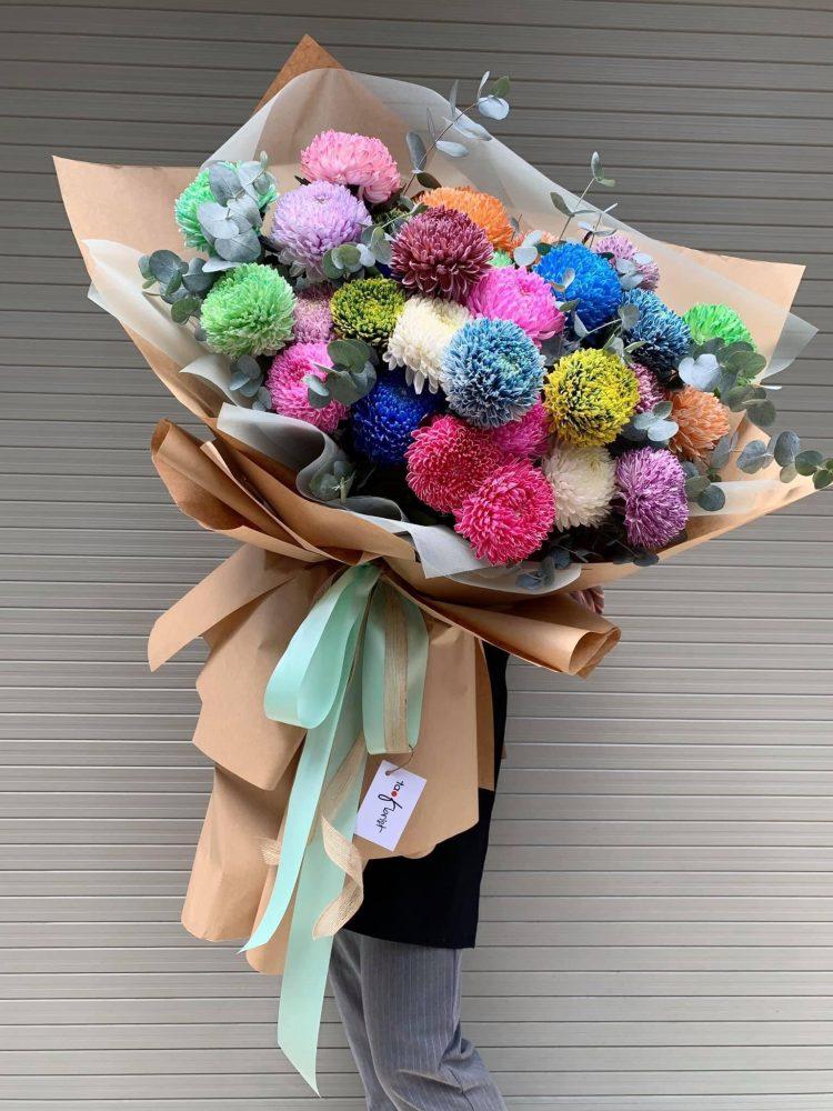 6 thủ thuật cho bó hoa cúc mẫu đơn một mặt kết hợp với hoa baby