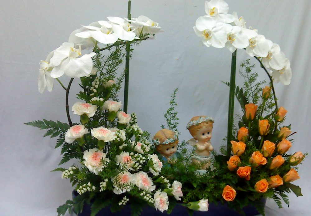 Cắm hoa hồng và hoa scabiosa