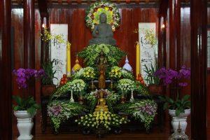 Mẹo cắm hoa trang trí nơi chánh điện nhà Phật