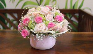 Trang trí và tạo điểm nhấn cho bình hoa hồng xoay tròn